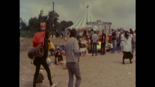 people leaving worthy farm in pilton, somerset, after the 1985 glastonbury festival, litter on ground - 1985 stock videos & royalty-free footage