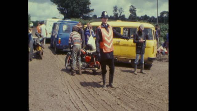 people leaving worthy farm, pilton, somerset after the 1985 glastonbury festival - 1985 stock videos & royalty-free footage