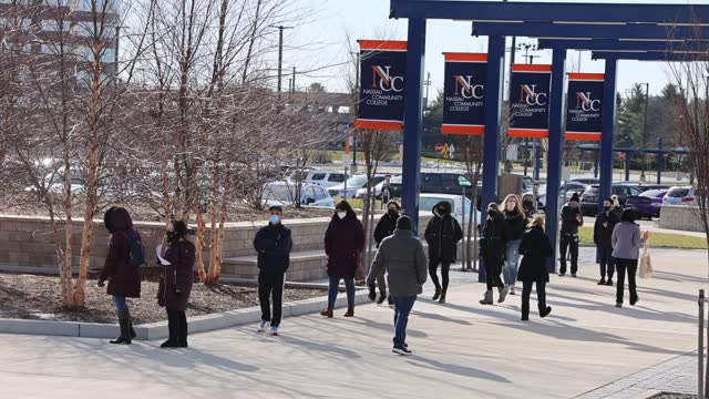 people line up for covid-19 vaccinations at nassau community college on january 10, 2021 in garden city, new york. nassau county now has two vaccine... - line stock videos & royalty-free footage