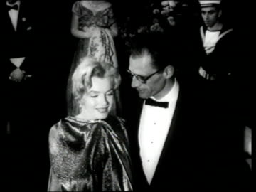 vidéos et rushes de people lined up at night outside royal film performance as marilyn monroe and arthur miller pose for camera, joan crawford and alfred steele in... - 1956