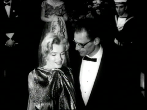 vidéos et rushes de people lined up at night outside royal film performance as marilyn monroe and arthur miller pose for camera joan crawford and alfred steele in... - 1956