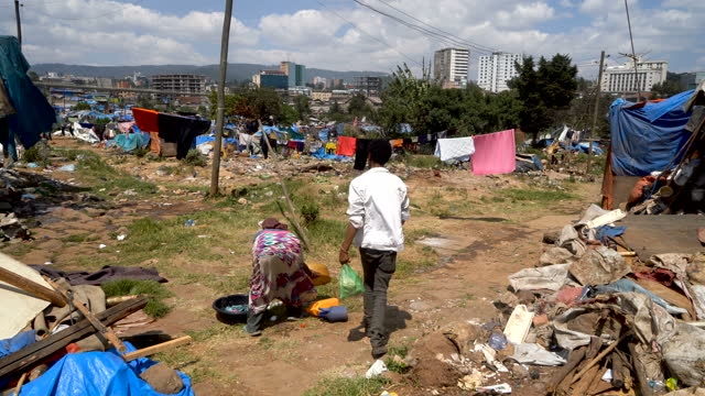 people living in squatter camp with slums ,extreme poverty/ ethiopia -in heart of addis ababa - plastförorening bildbanksvideor och videomaterial från bakom kulisserna