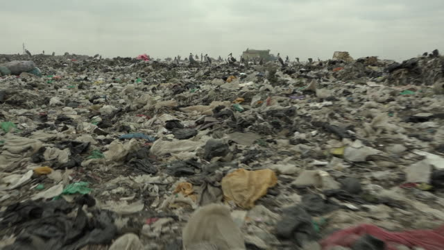 vídeos y material grabado en eventos de stock de people living onkenya's biggest garbage dumping site - desempleo