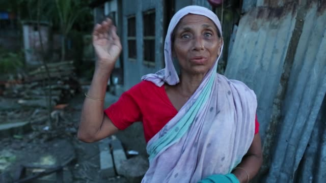 people lost their home at riverbank due to erosion in soriotpur , bangladesh. erosion is endemic in bangladesh with millions affected as farmland,... - zerstörung stock-videos und b-roll-filmmaterial