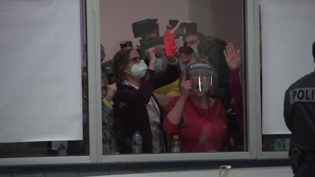 people, mainly republicans, banging on window and chanting stop the count, at us presidential election counting centre in detroit, due to donald... - counting stock videos & royalty-free footage