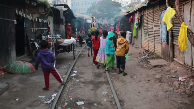 People make fire to warm them in cold wave in Dhaka Bangladesh on January 08 2018 The cold wave continues to disrupt life across the country in...