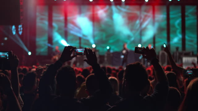 vídeos y material grabado en eventos de stock de ds people making smartphone videos of a night concert - música