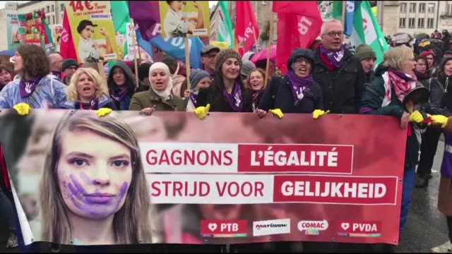 people march during a rally marking the international women's day in brussels belgium on march 08 2020 - 国際女性デー点の映像素材/bロール