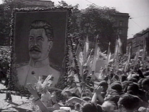 ms people marching with flags in international youth festival audio / prague czechoslovakia - anno 1947 video stock e b–roll
