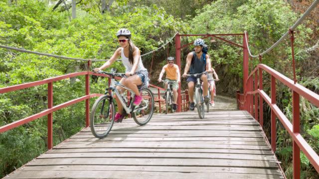 Menschen-Mountainbiken