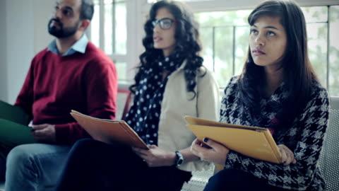 stockvideo's en b-roll-footage met mensen van verschillende leeftijd, geslacht en etniciteit te wachten voor het interview. - werkloosheid