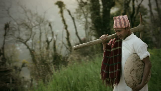 stockvideo's en b-roll-footage met people of nepal: happy manual worker with pickaxe and container. - pikken