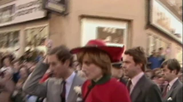stockvideo's en b-roll-footage met people of wales remember charles and diana's first royal tour as271081016 / tx ext charles and diana along past crowd and into car - 1981