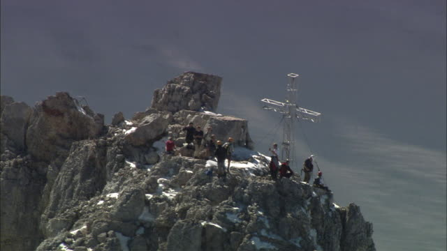 aerial people on dachstein mountain summit, styria, austria - 宗教上のシンボル点の映像素材/bロール