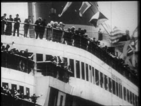 b/w 1928 people on deck of ocean liner waving / newsreel - passagier wasserfahrzeug stock-videos und b-roll-filmmaterial