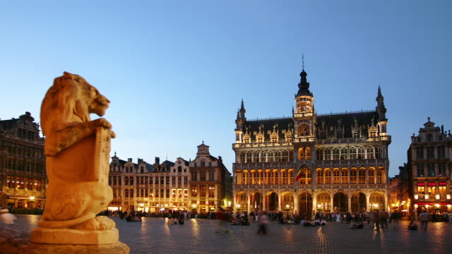 WS, T/L, People on Grand-Place, dusk to night, Brussels, Belgium