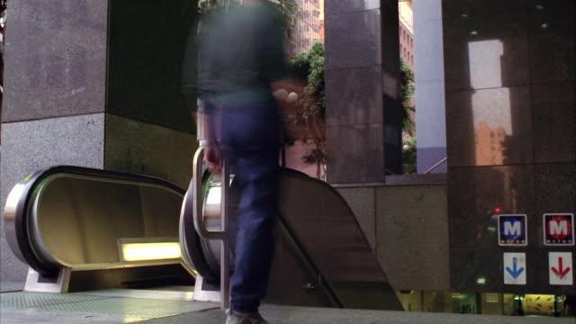 vídeos de stock, filmes e b-roll de t/l, ms, people on  metro escalator, los angeles, california, usa  - fan palm tree