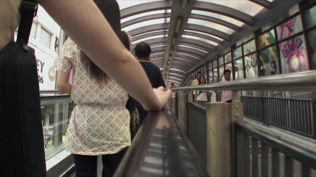 stockvideo's en b-roll-footage met cu pov r/f people on moving walkway, hong kong, china - hong kong