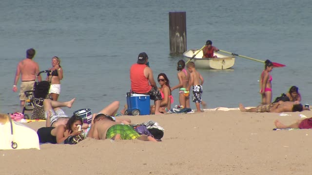 people on north avenue beach at north avenue beach on august 27 2013 in chicago illinois - seeufer stock-videos und b-roll-filmmaterial
