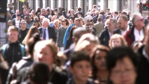 vidéos et rushes de personnes sur oxford rue - trottoir