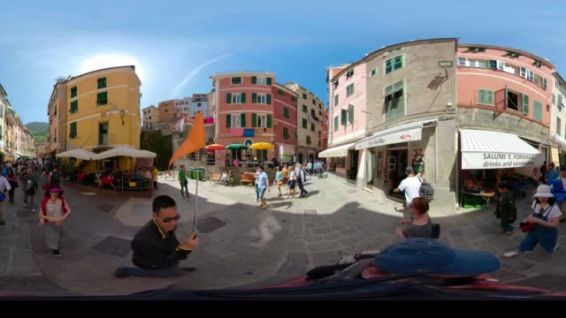 360 vr / people on piazza in italian village vernazza - 360 video stock videos & royalty-free footage
