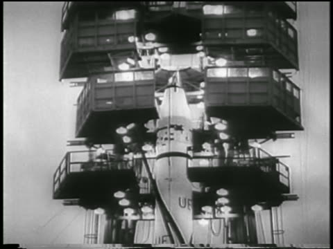 vídeos de stock e filmes b-roll de b/w 1958 people on platforms around top of rocket carrying first us satellite explorer i - 1958