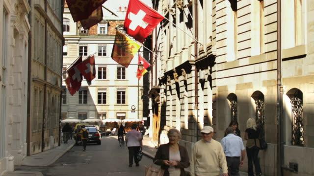 T/L MS People on Rue de l'Hotel-de-Ville with L'Ancien Arsenal