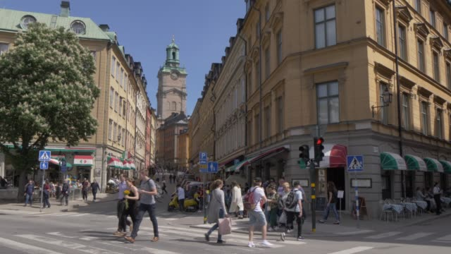 people on storkyrkobryken looking toward storkyrkan (great church), gamla stan, stockholm, sweden, scandinavia, europe - pedestrian stock videos & royalty-free footage