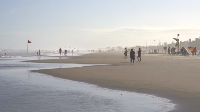 people on the beach in southern brazil - brasile meridionale video stock e b–roll