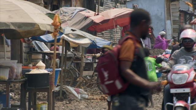 people on the streets of goma, drc - コンゴ民主共和国点の映像素材/bロール