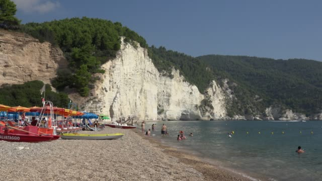 people on vignanotica beach with white limestone rocks at the adriatic sea - adriatic sea stock videos & royalty-free footage