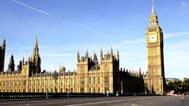 people on westminster bridge - house of commons stock videos & royalty-free footage
