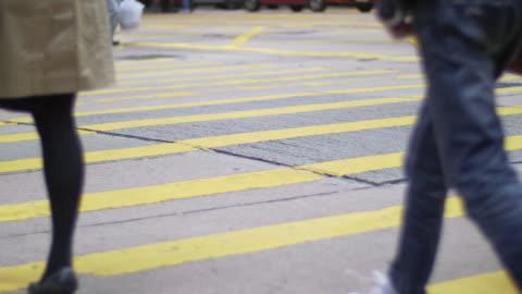 vídeos de stock, filmes e b-roll de people on zebra crossing - mala de rodinhas
