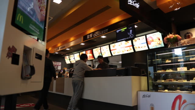 people orders food in a McDonald's restaurant