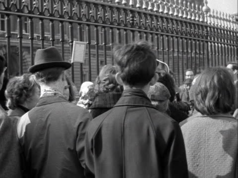 people outside buckingham palace read the official notice declaring the birth of prince edward - number of people stock videos & royalty-free footage