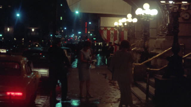 1969 ws people outside entrance to plaza hotel (59th street entrance), new york city, new york, usa - aussteigen stock-videos und b-roll-filmmaterial