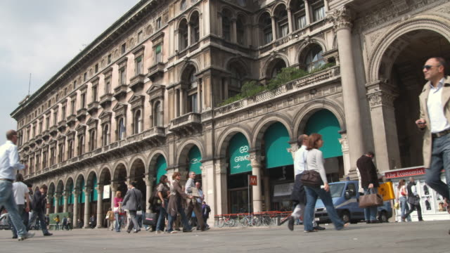 ws la people outside galleria vittorio emanuele ii / milan, italy - galleria vittorio emanuele ii stock videos and b-roll footage