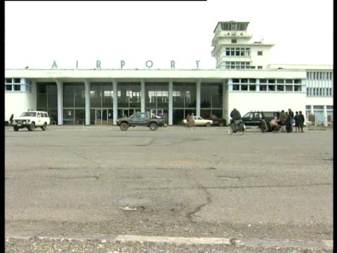 people outside kabul airport - bbc stock videos & royalty-free footage
