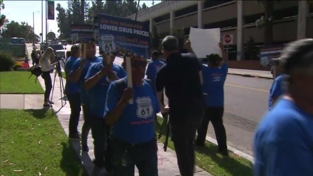 ktla people outside of usc protesting the epipen controversy the former dean and current professor of usc's pharmaceutical school is on the board of... - injection pen stock videos and b-roll footage