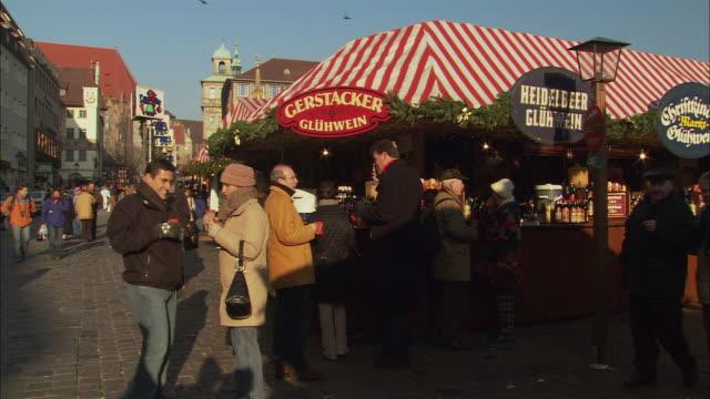ws people outside stall selling gluhwein (hot-spiced wine) at christkindlesmarkt / nuremberg, bavaria, germany - nuremberg stock videos & royalty-free footage