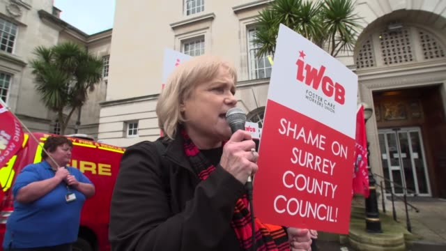 people outside surrey county council protesting after ron and penny jones were prevented from fostering children after the trial of parsons green... - pflegeverhältnis stock-videos und b-roll-filmmaterial