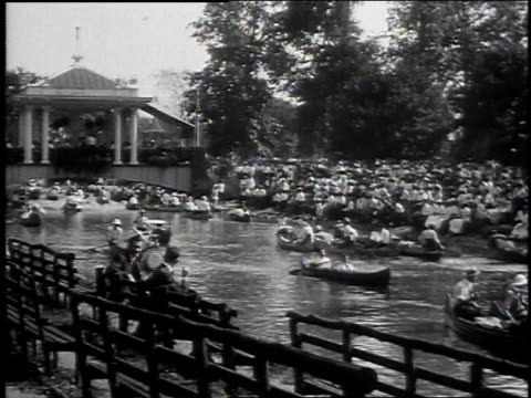 1915 WS People paddling canoes in Belle Isle Park / Detroit, Michigan, United States