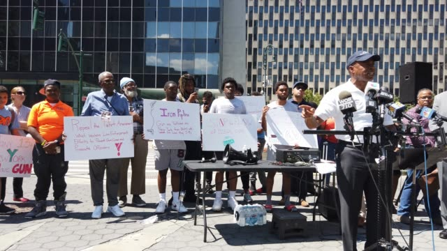 people participate in a demonstration and news conference against illegal guns in front of the jacob javits federal building on august 12 2019 in new... - protesta contro la violenza armata video stock e b–roll