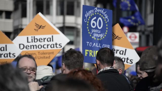 stockvideo's en b-roll-footage met people participate in the unite for europe demonstration to stop 'brexit' and to commemorate the 60th anniversary of the treaty of rome, in london,... - artikel