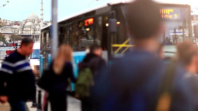 hd: people passing through the crosswalk - moving past bildbanksvideor och videomaterial från bakom kulisserna