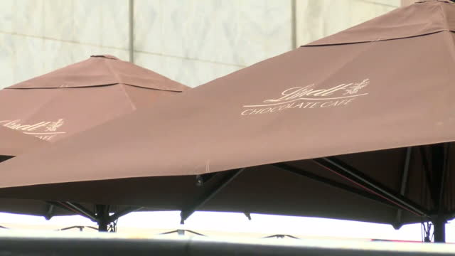 people pay respects for victims held at lindt cafe in sydney siege shows exterior shots of the lindt cafe with the windows covered on december 16... - bankräuber stock-videos und b-roll-filmmaterial