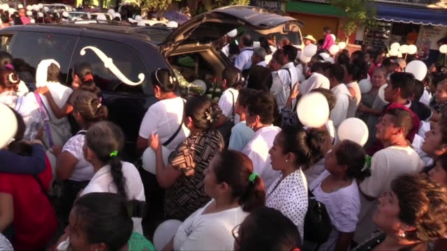 vídeos de stock e filmes b-roll de people pay their respects to gregorio lopez gorostieta a mexican priest found dead in guerrero state with a bullet wound to the head - matar