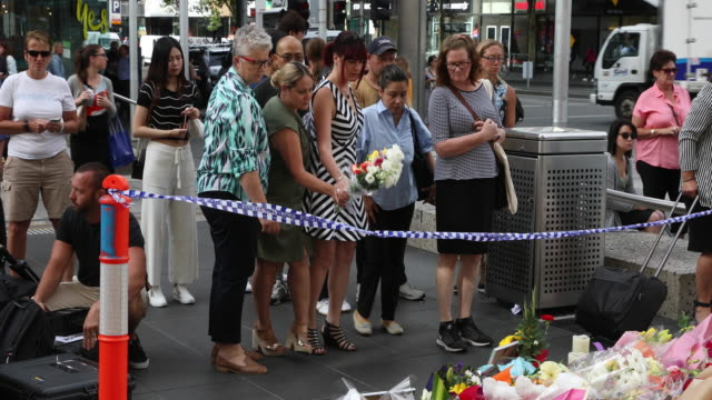 people pay tribute leaving flowers at a temporary memorial on bourke street mall on january 23, 2017 in melbourne, australia. five people, including... - temporary stock videos & royalty-free footage