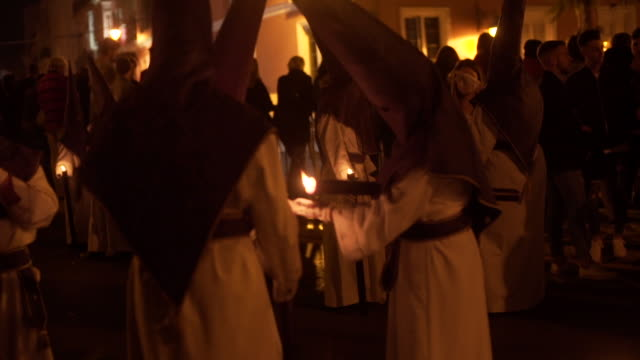 vidéos et rushes de people perform easter tradition in spain - pâques