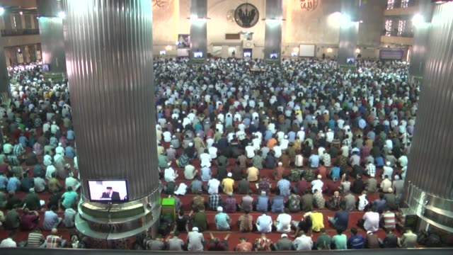 people perform the first friday pray of muslim holy mont ramadan at istiqlal mosque in jakarta indonesia on june 02 2017 - eid mubarak stock videos & royalty-free footage